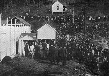 A crowd gathers at the Banner Mine shortly after the 1911 explosion