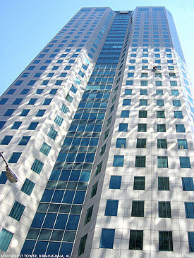 SouthTrust Tower in 2005 (with window washer)