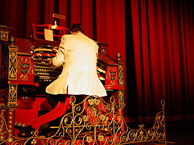 Cecil Whitmire at the Mighty Wurlitzer in 2005. Photo by Hayneyz