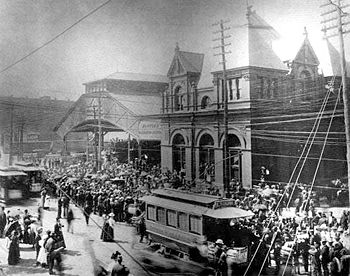 Photograph of soliders massing at the L & N Station on May 1, 1898 for deployment in the Spanish-American War; courtesy BPL Archives
